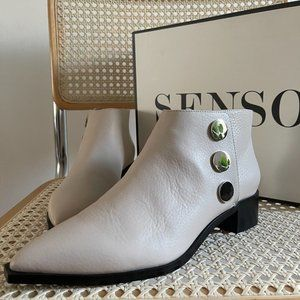 SENSO Lionel Ankle Boots in Chalk